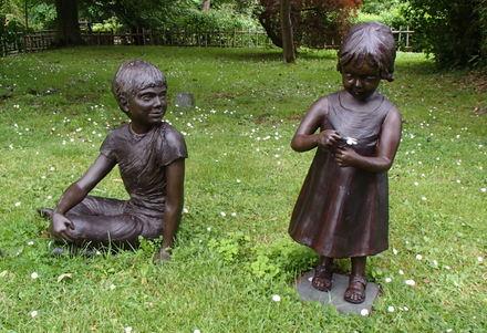 Le-Manoir-aux-Quat-Saisons-Statues